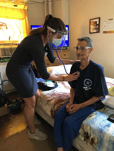A nurse practitioner in Mount Sinai's hospital-at-home program treats a recent patient with lung issues.