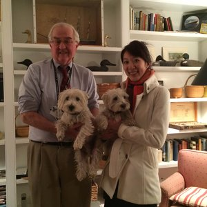 John T. Dammin, MD, left, UVA School of Medicine alumnus, poses with Lexie Wang, MD, when she was in Boston, Mass., for the 2015–2016 interview season. HOST students often say they love homey visits with pups and kids.
