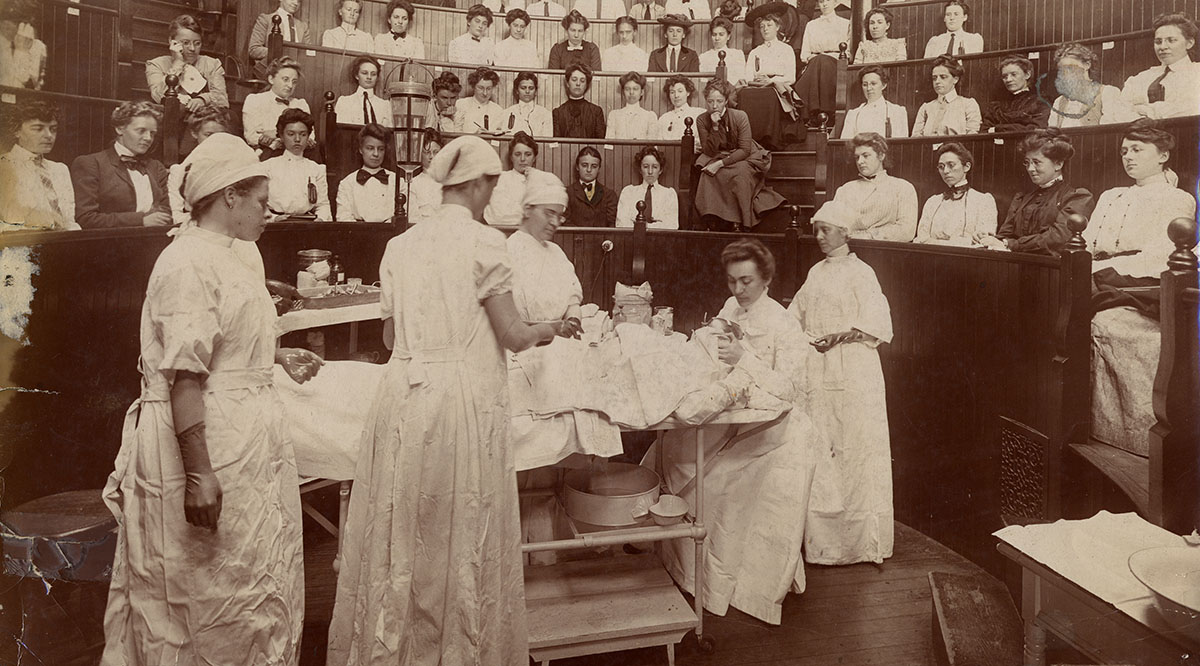 Students in the operating amphitheater of the Woman's Medical College of Pennsylvania in 1903